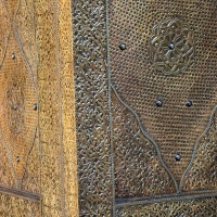 Arabischer Schrank Royal Vollholz Messing Verkleidung H 200 cm